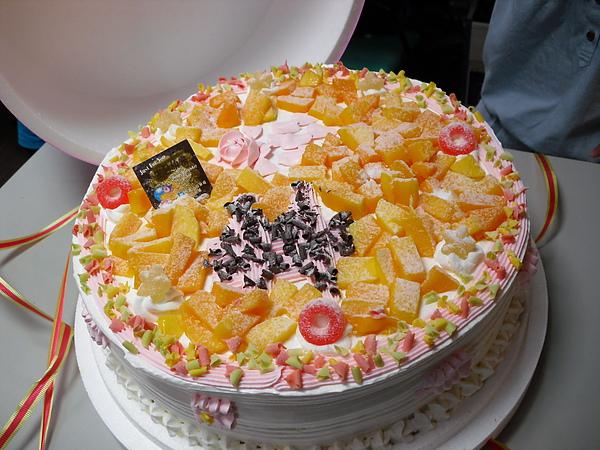 舖滿滿的水果..還有酸酸的QQ糖在上面
