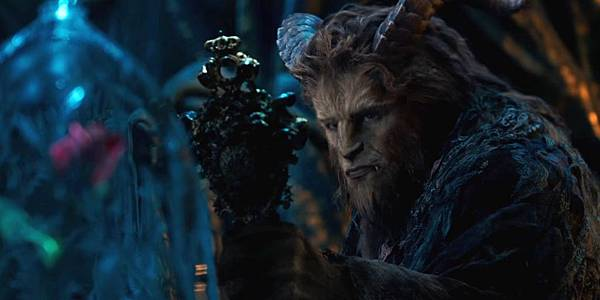Beauty-and-the-Beast-Trailer-Hand-mirror.jpg