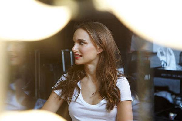 Natalie-Portman-for-Rouge-Dior-Fall-Winter-2013-Making-Of-5