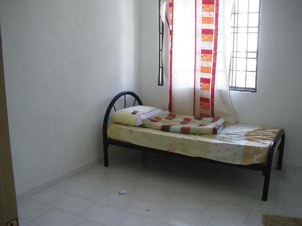 俺的房間  不算小啦~~