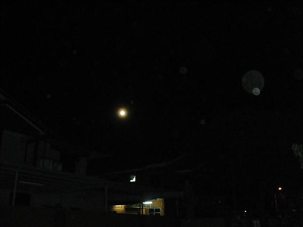 第二天的月亮  超圓的