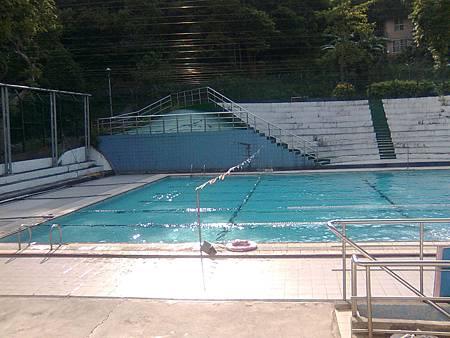 游泳池畔-1