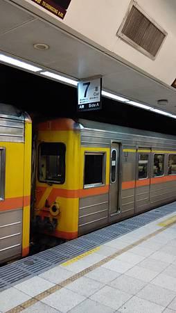 自強號火火車與車箱標示