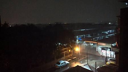 20150928颱風夜風雨中