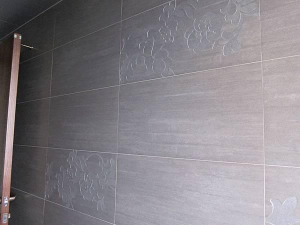 廁所磁磚的雕花