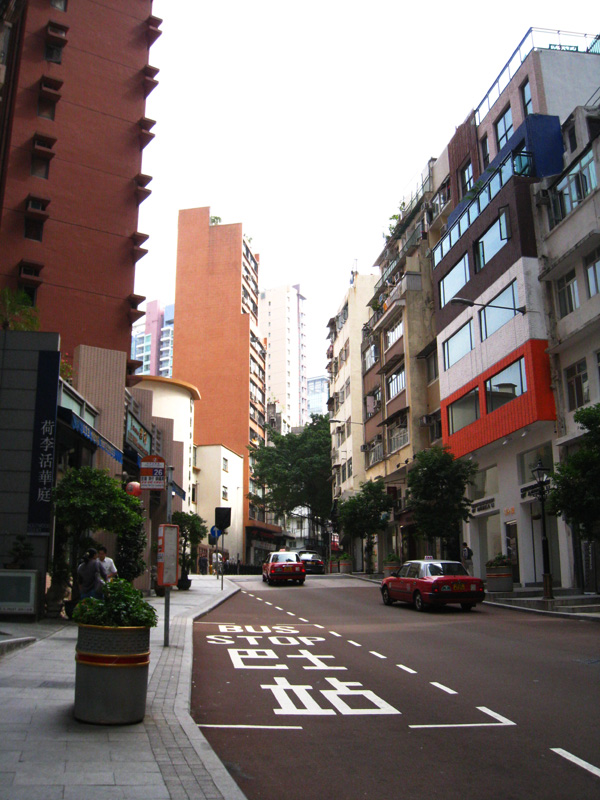 上環某處被日光染得顏色很美的街道