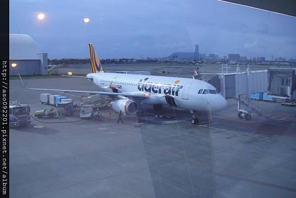10220760稍等要搭的飛機