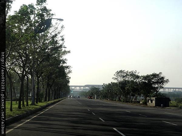 2015120601往高鐵站的大道