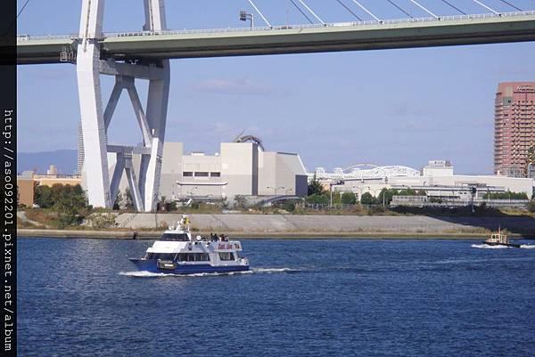 11251960船長線船隻通過