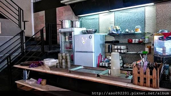 2016121404飲料與甜品料理區
