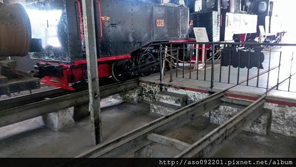 2016121825展示館內維修機坑
