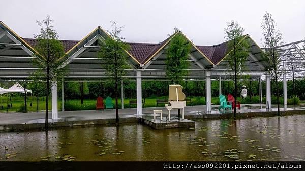 2016122009池畔迴廊