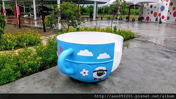2016122017入口處的藍色咖啡杯