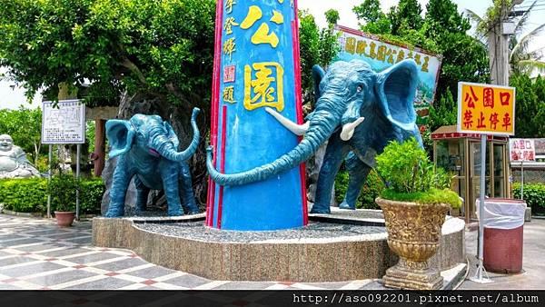 2016122410公園入口大小象