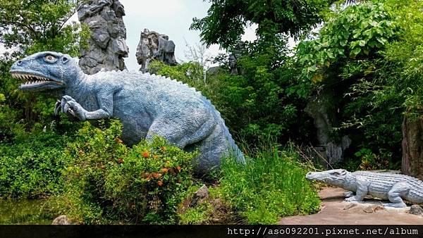 2016122449恐龍與鱷魚