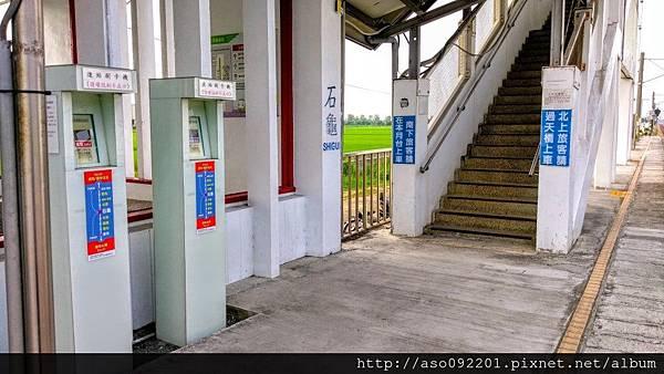 2016122514刷卡機與天橋入口