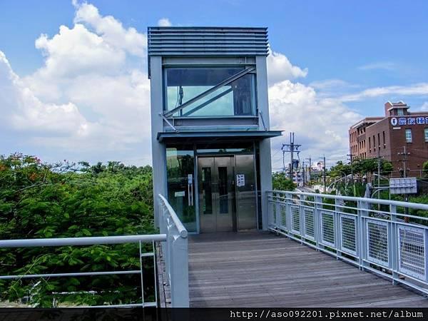 2017011305往舊鐵橋的無障礙電梯上層