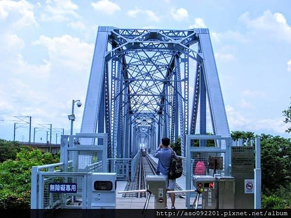 2017011310鐵橋入口處