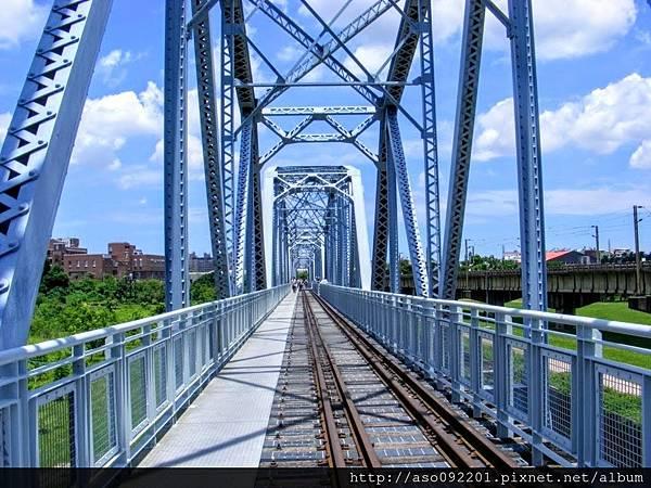 2017011330沿鐵橋往回走