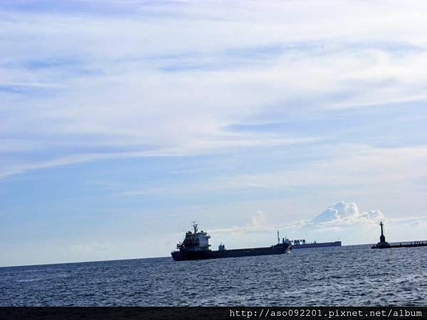 2017011509消波塊外的船隻