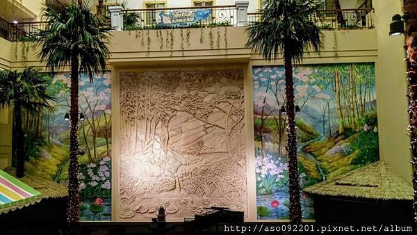 2017020105廣場上的壁畫