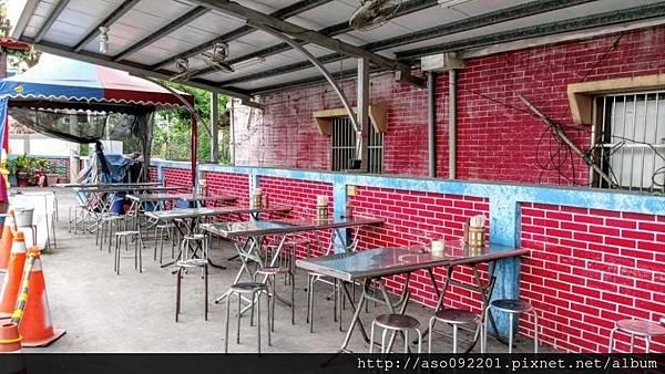 2017021007圍牆邊的露天用餐區