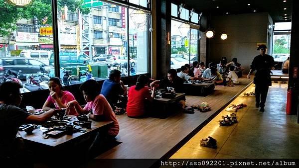 2017021207靠窗的用餐區