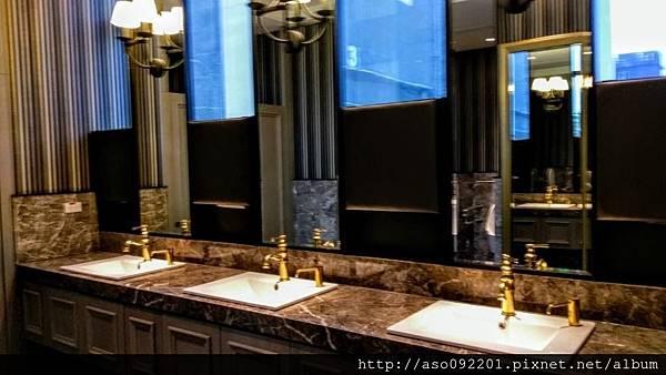 2017022210廁所洗手台