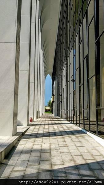 2017022215戶外的迴廊