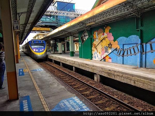 2017041821第一月台列車進站