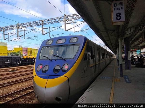 2017041834第三月台列車進站