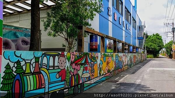 2017043003入口處的牆面塗鴨