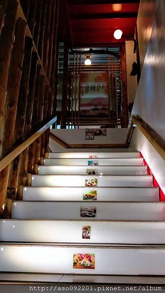 2017043015往二樓的樓梯
