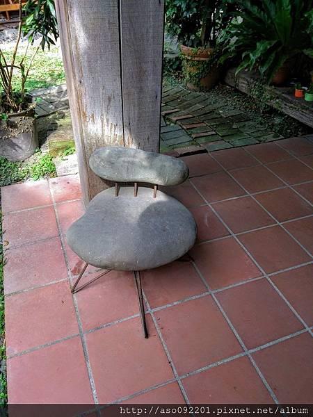 2017061204石頭椅