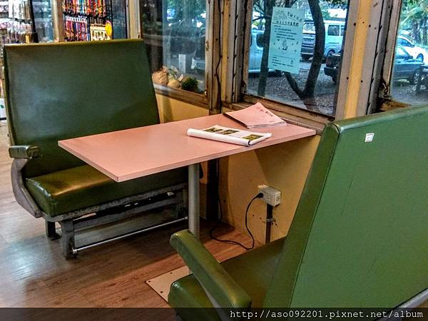 2017061812座位改裝成的用餐區