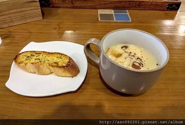 2017071912餐前麵包與濃湯