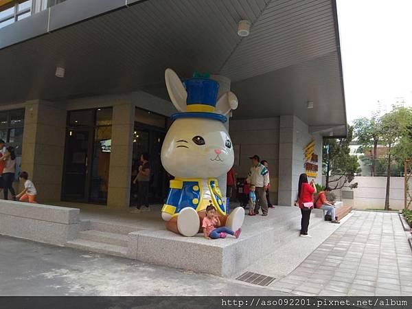 2018121007入口處的小白兔