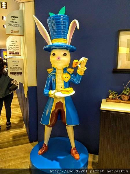 2018121008入口大廳的小白兔