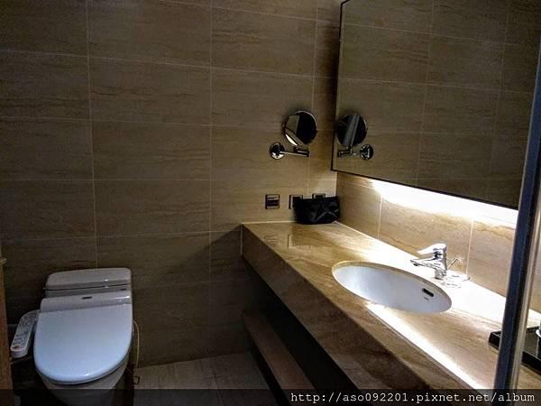 2018121827廁所
