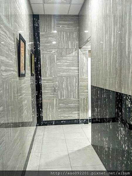 2019011321廁所牆面的裝飾