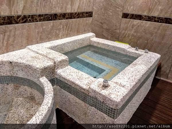 2019012011室內大浴池