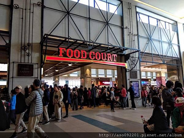 2019020828主場館的廣場美食街