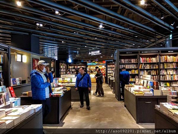 2019020833誠品書店