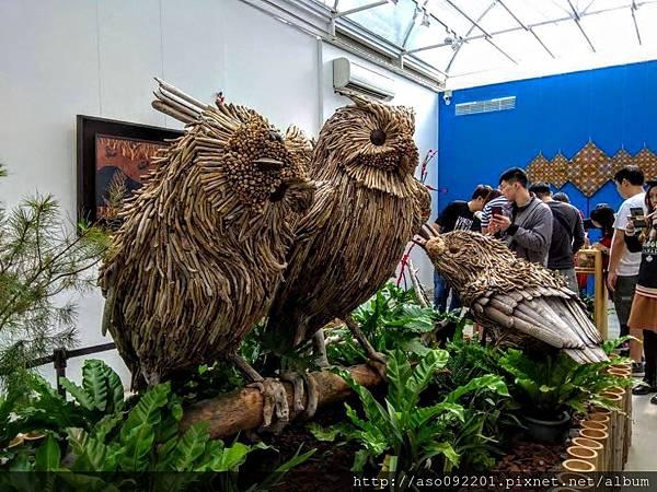 2019010852枯木做成的鳥類