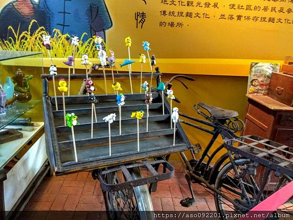2019050407早期販售捏麵人的腳踏車.jpg