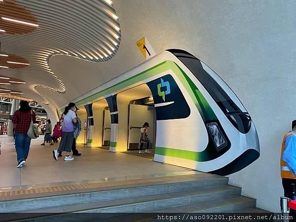 2021041805捷運高鐵臺中站入口.jpg