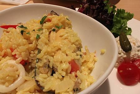 Afternoon 西班牙蕃紅花海鮮燉飯 1.JPG
