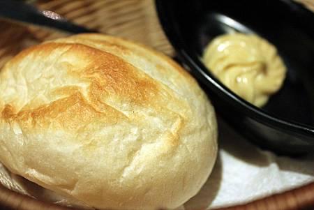 nini 麵包.JPG