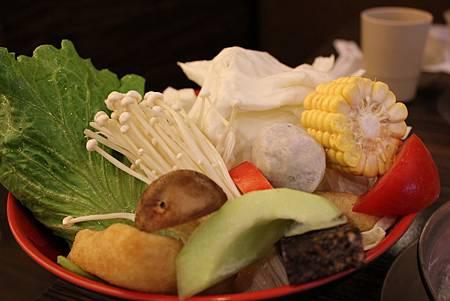 陶圓 菜盤.JPG