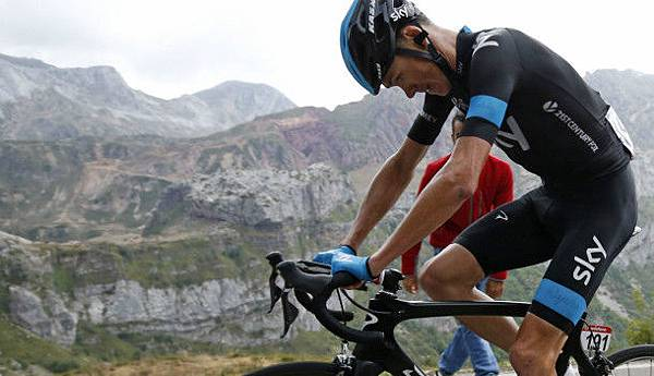 chris-froome-suffering-cracked-team-sky-610x350